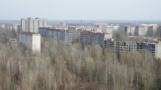 pohled z nejvyšší budovy na elektrárnu a okolí