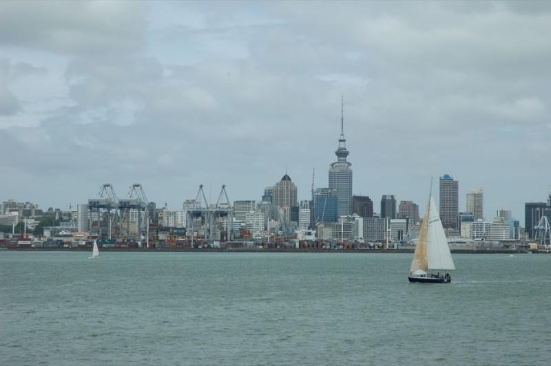 Pohled na Auckland z lodi