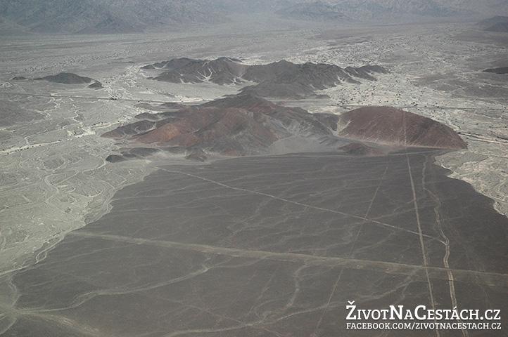 Nazca Lines - pohled na náhorní plošinu z letadla