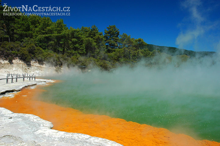 Wai-O-Tapu - The Champagne Pool
