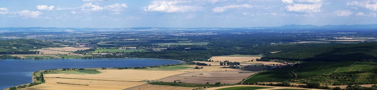 Pohled do okolí z hradu Děvičky - panorama