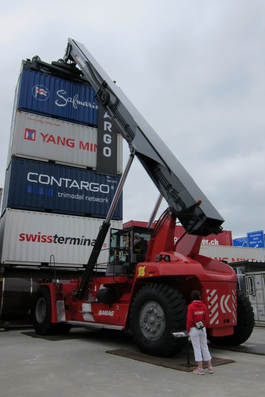 Reachstacker Kalmar - unese až 45 tun