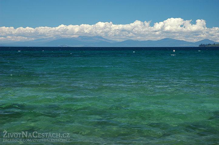 Průzračná voda v jezeře Taupo je úžasná!