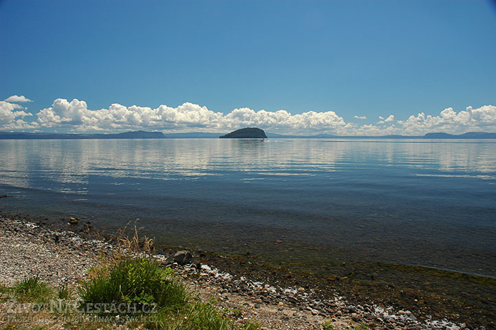 Hladina jezera Taupo slouží vědcům jako velká, přírodní, vodní váha