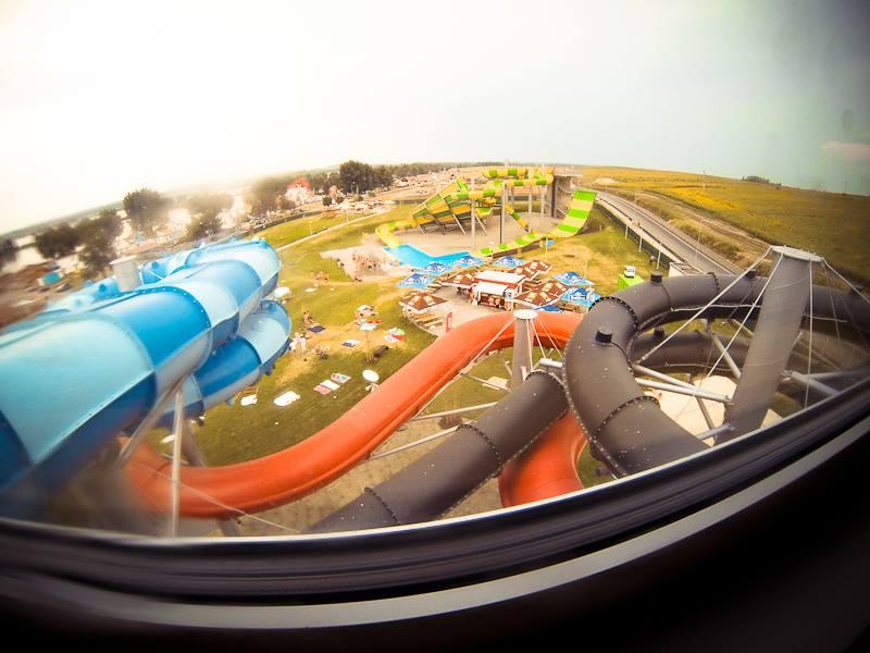 Aqualand Moravia - pohled ven na tobogány a atrakce