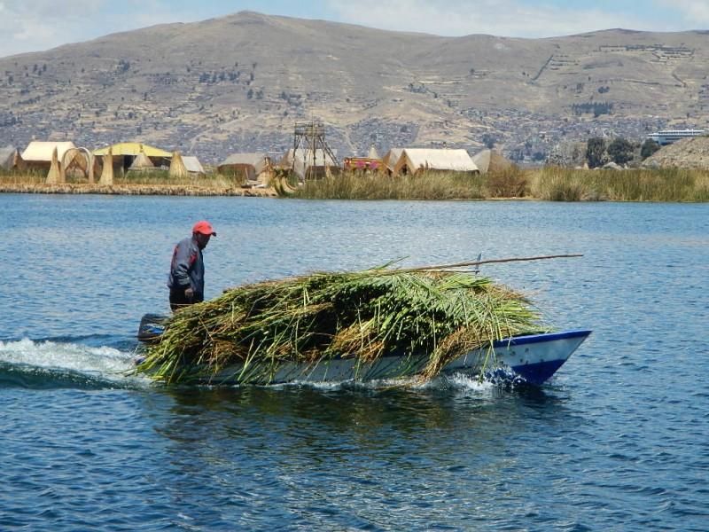 Jezero Titicaca a ostrovy Los Uros, Peru