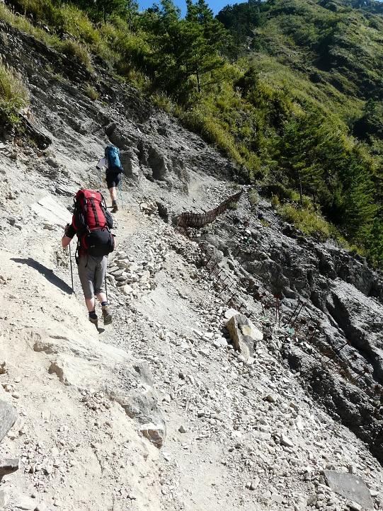 První stovky metrů výstupu na Yushan