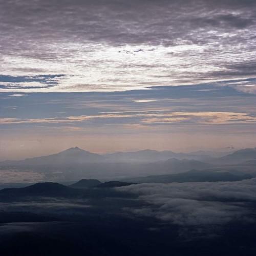 úsvit , pohled z Gunung Inerie
