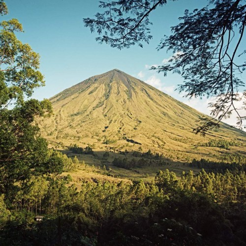 Gunung Inerie (cca 2100m),Bajawa, Flores, Indonésie