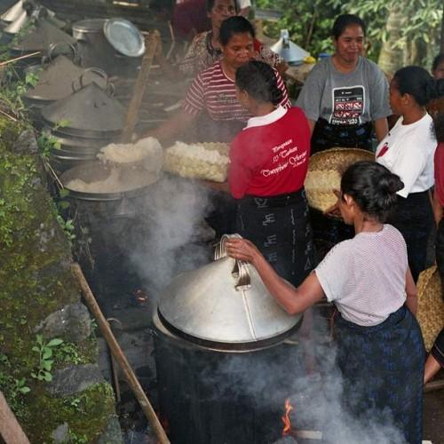 vaření stovek kilogramů rýže