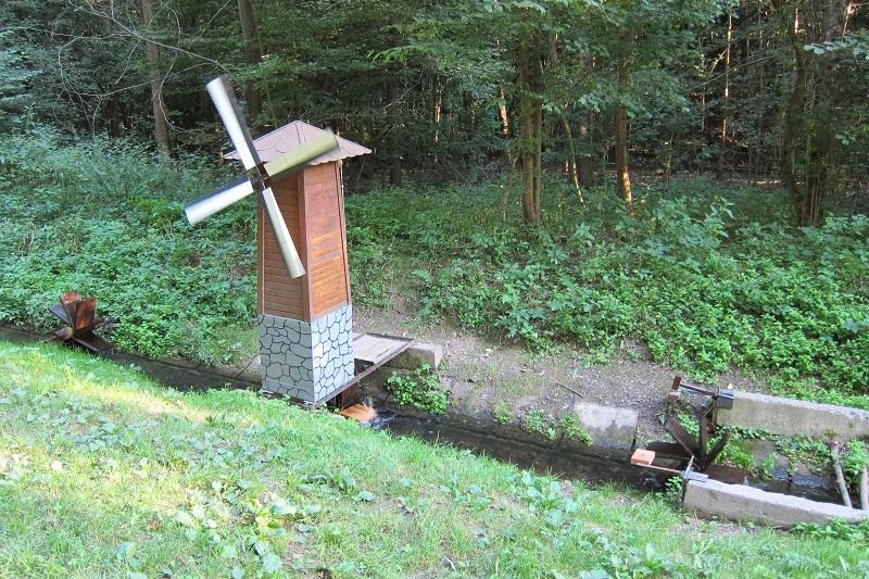 Další malý mlýn poháněný vodou říčky Bělá