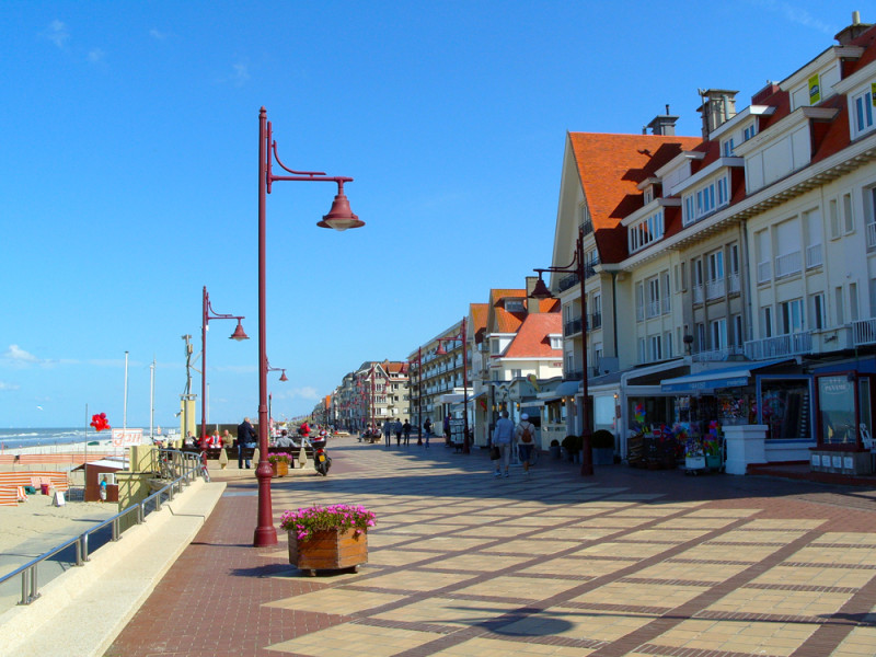 De Haan - promenáda na pobřeží