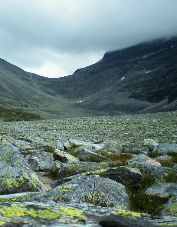 Údolí pod vrcholem Rondslottet