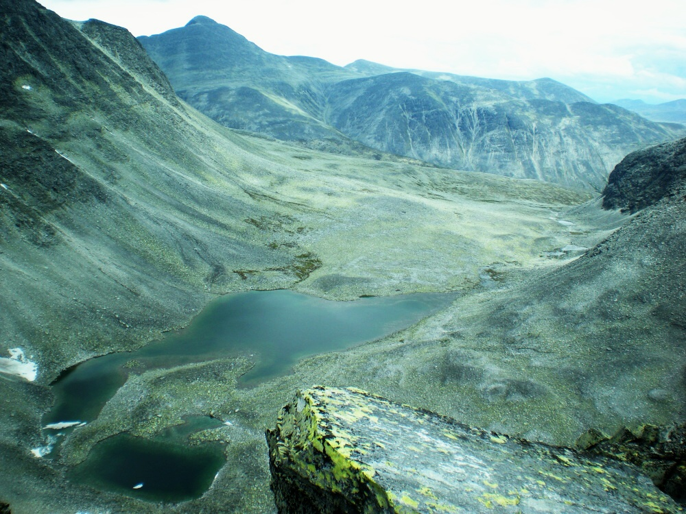 Údolí pod horou Rondslottet