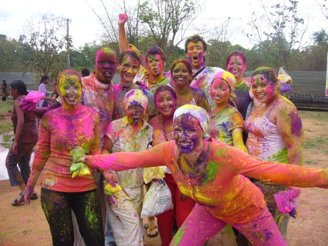 Oslavy Holi v Indickém Bangalore