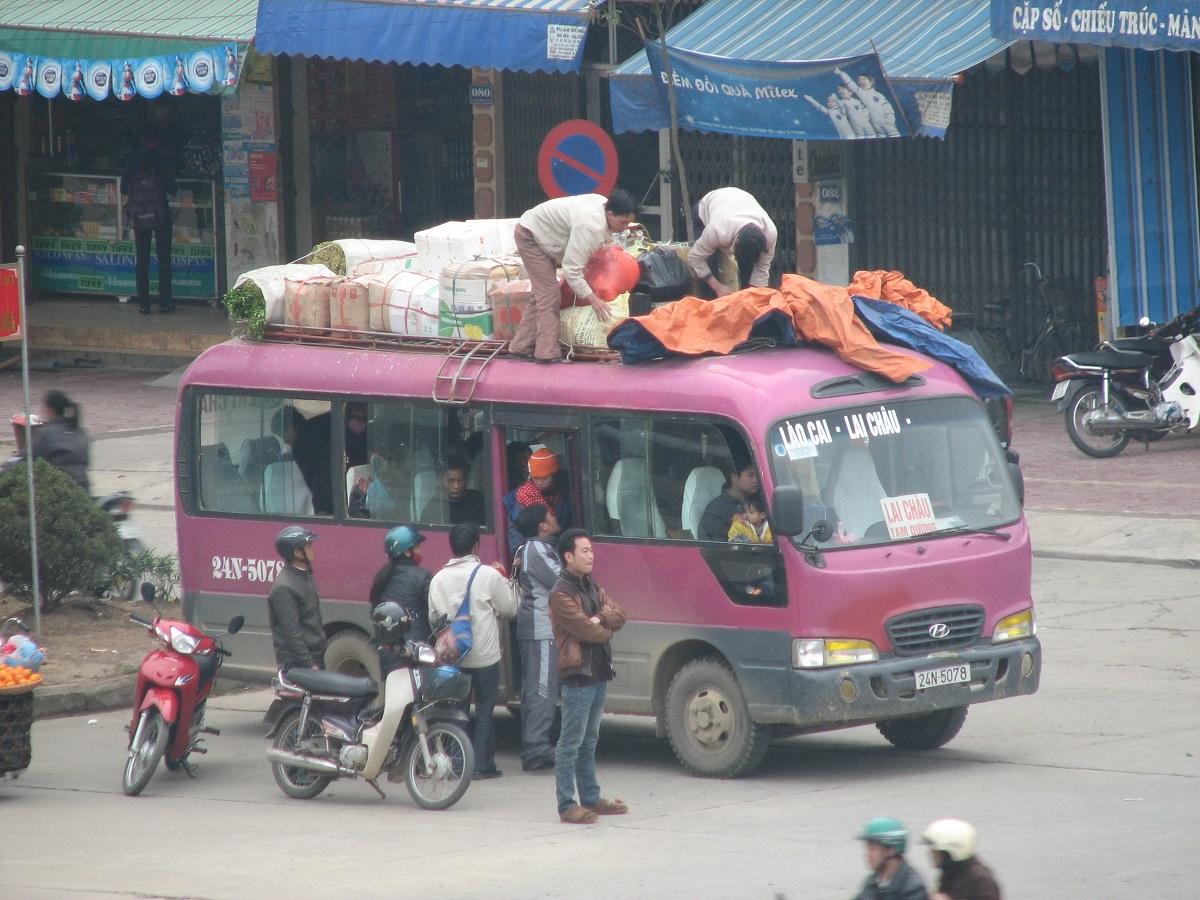 Nakládání zavazadel v Lao Cai