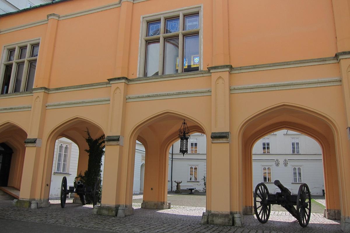 Nádvoří Bílého zámku, Hradec nad Moravicí