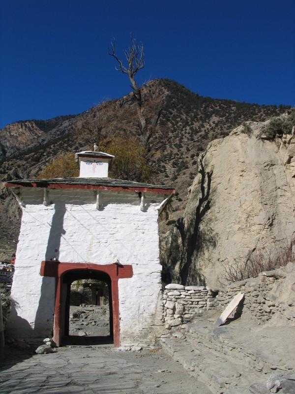 Vstupní branka do vesnice Marpha.