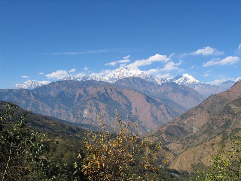Pohled z vesnice Sikha směrem na severozápad.