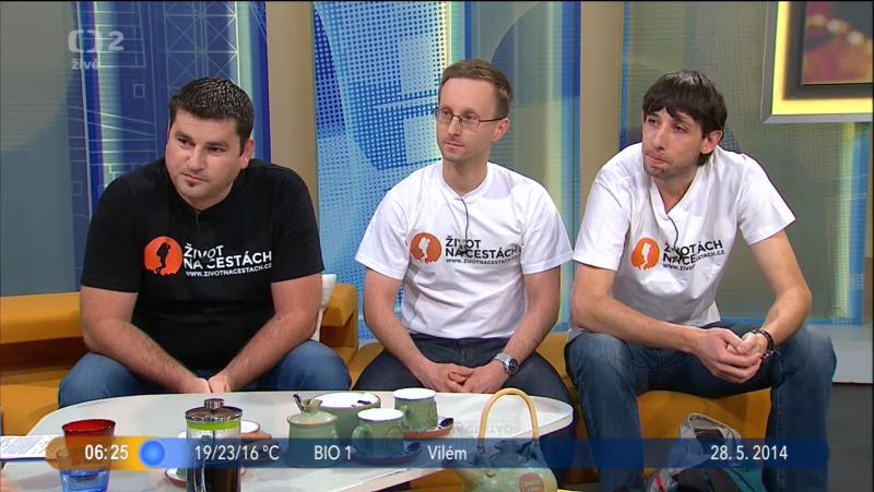 ŽivotNaCestách.cz jako host v pořadu Dobré ráno - Život na cestách, České televize (zleva: Kamil, Radovan, Jirka)