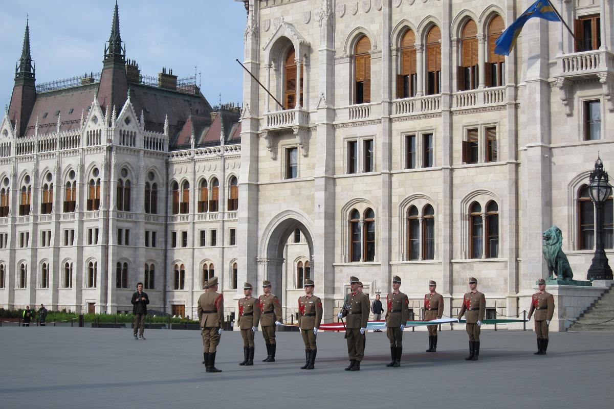 Ceremonie vztyčení státní vlajky, Budapešť