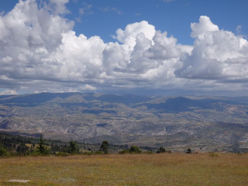 Pampa de Quinua s výhledem na Ayacucho