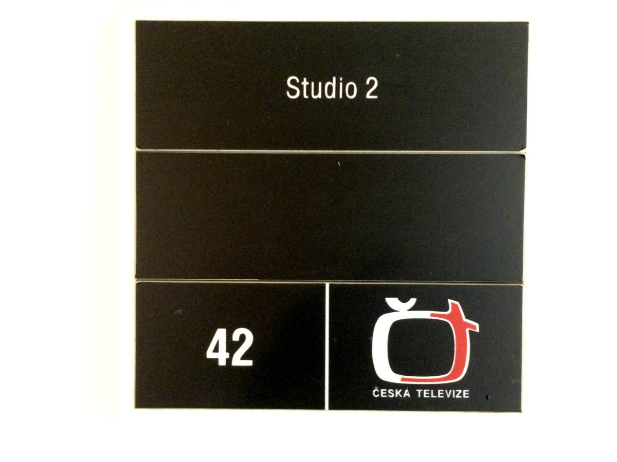 Studio 2 - označení studia, kde se natáčí pořad Dobré ráno České televize