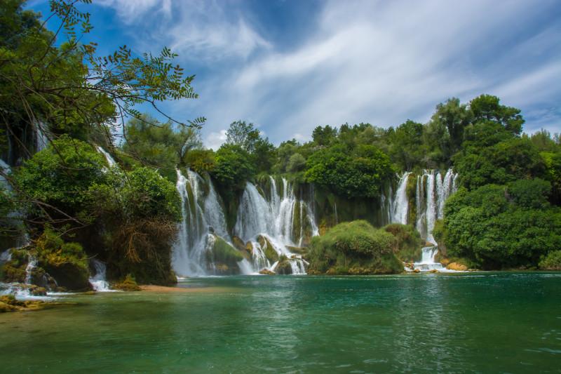 Okoupali jsme se i v úžasných vodopádech, které ještě nejsou turisty moc objeveny a tak to bylo o to krásnější a větší zážitek.