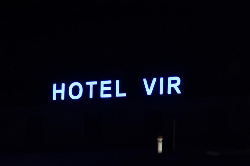 Někteří naši IT profesionálové se pustili do záchrany zavirovaného hotelu, který jsme nakonec úspěšně odvirovali tím, že jsme se ubytovali naproti hotelu pod stanem...