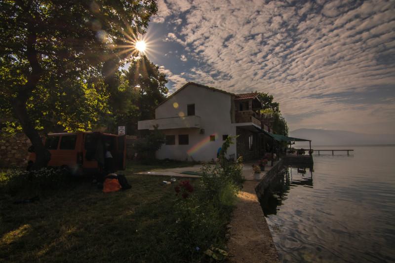 Na jednu noc jsme se stali majiteli domu u jezera, který nám svěřil pan majitel, ať mu jej přes noc pohlídáme, jelikož jsme si získali jeho plnou důvěru.