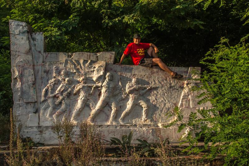 Vzdali jsme hold místním padlým hrdinům ve válkách na Balkánu (jeden z nich byl skutečně jako živý!).