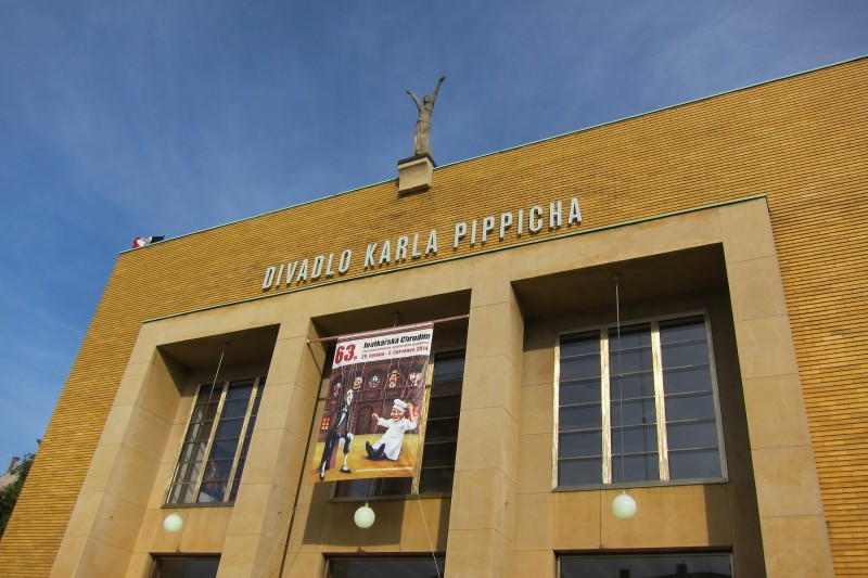 Průčelí Divadla Karla Pippicha, Chrudim