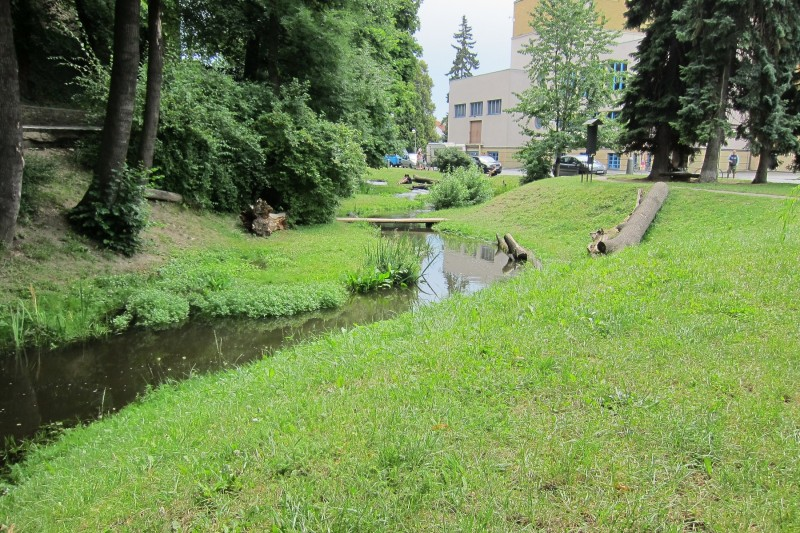 Revitalizovaný vodní náhon v prostoru za Divadlem Karla Pippicha, Chrudim