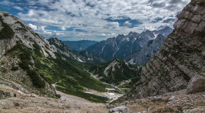Výhled po pár set metrech výšlapu směrem k parkovišti. Triglavský národní park, Slovinsko