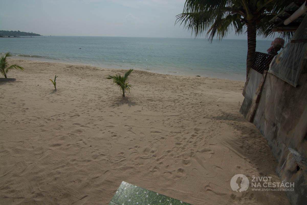 Výhled z chatky New Hut Bungalow na moře, Ko Samui, Thajsko