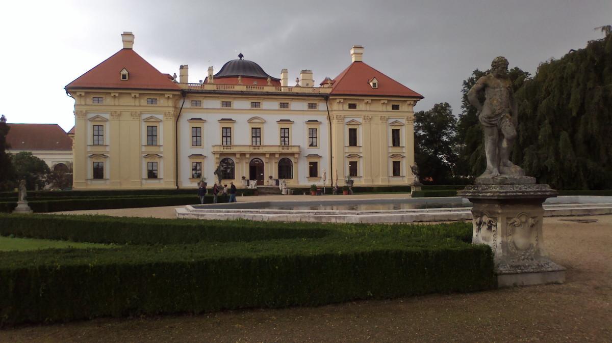 Zámek Slavkov - pohled ze zámeckého parku