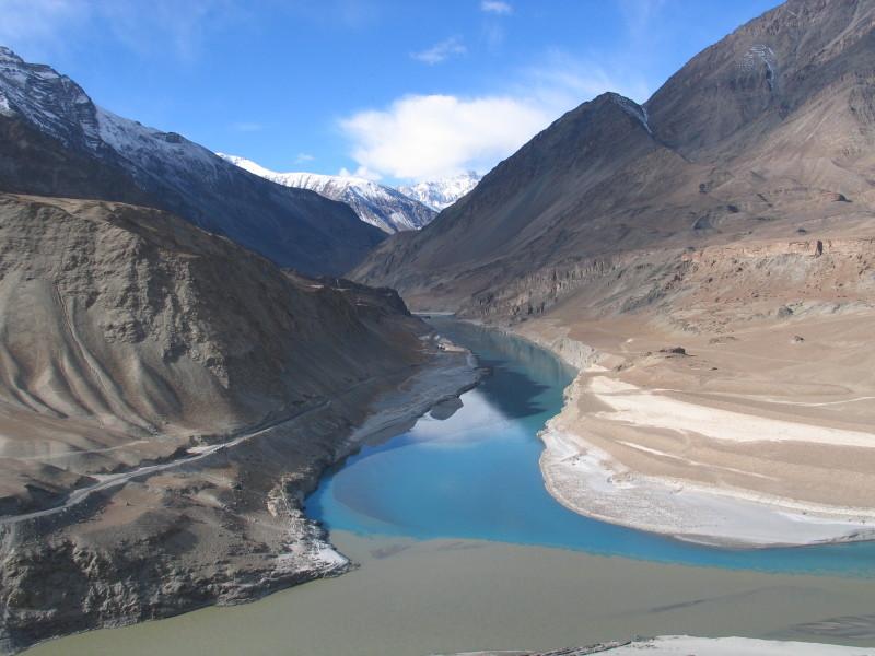 Soutok řek Indus a Zanskar.