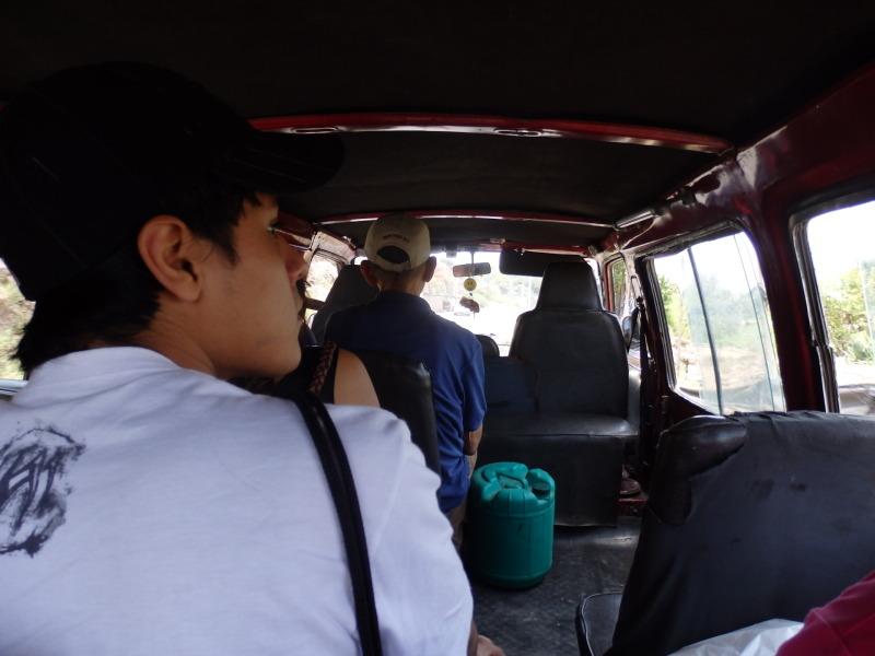 Místní mikrobus, v místní řeči nazývaný collectivo.
