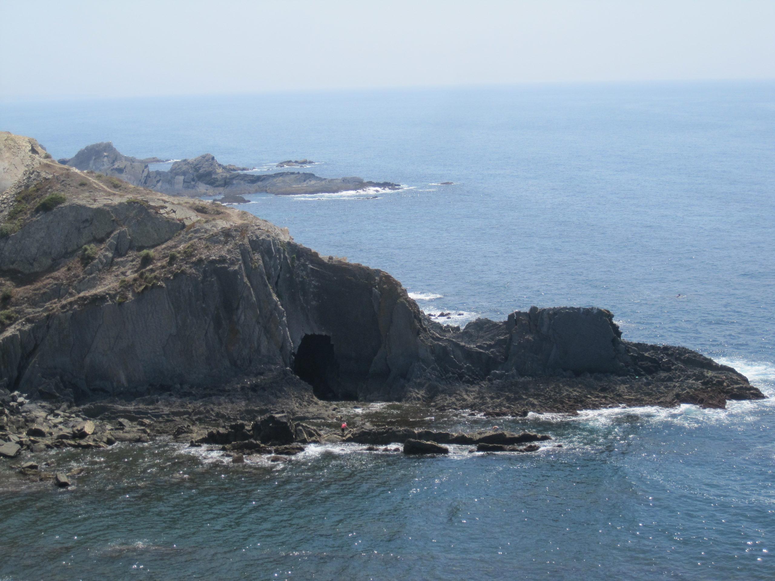 Rota Vicentina: tajuplná jeskyně v útesech