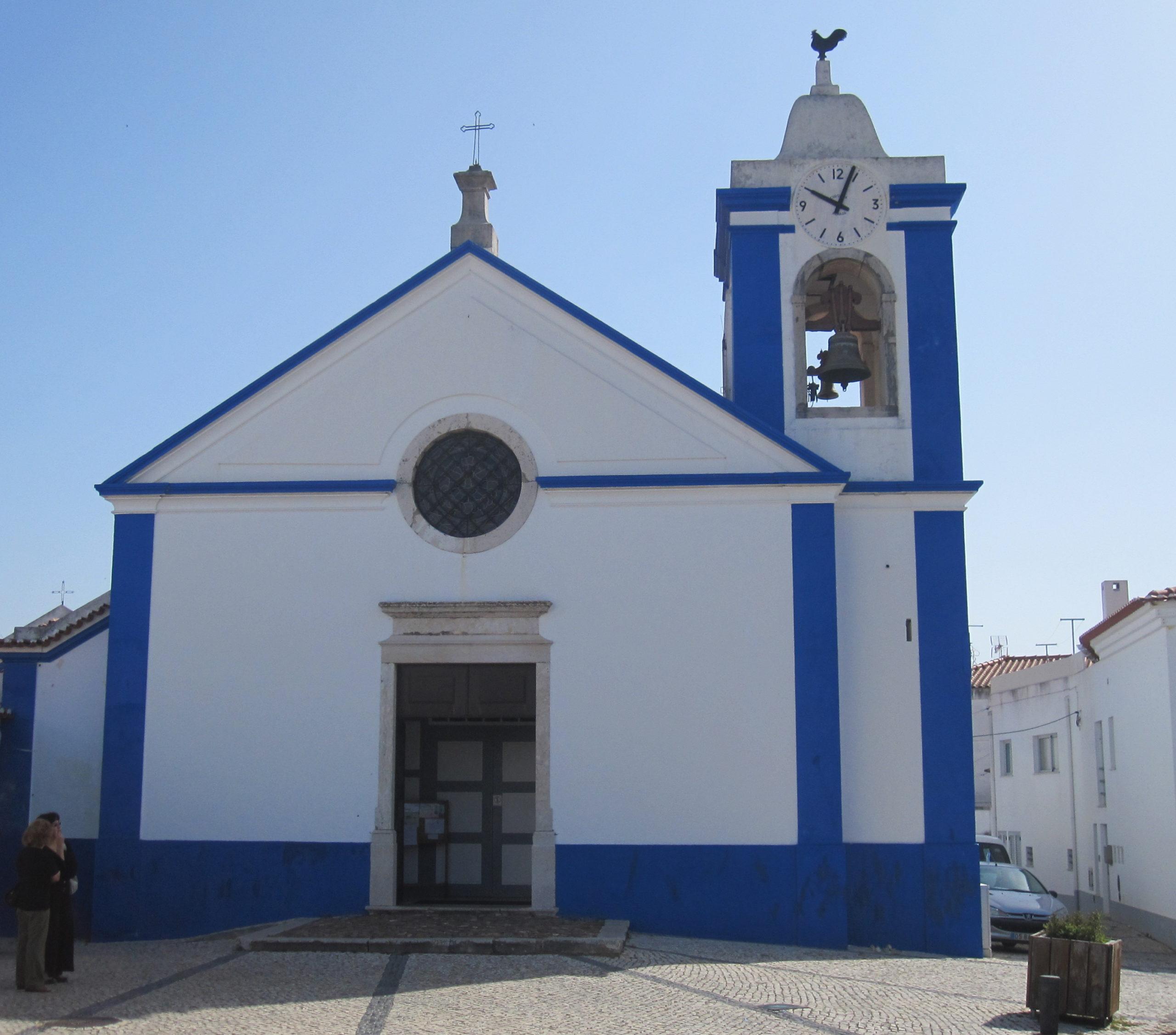 Kostelík v městečku S. Teotónio