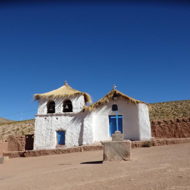 Zapomenutý kostelík uprostřed pouště