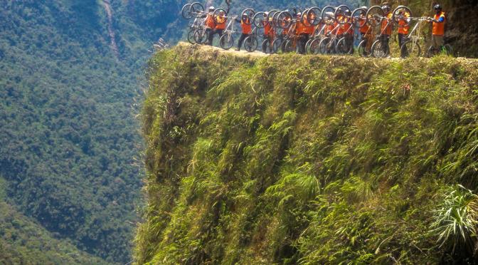 Sjezd nejnebezpečnější silnice světa – El Camino de la Muerte
