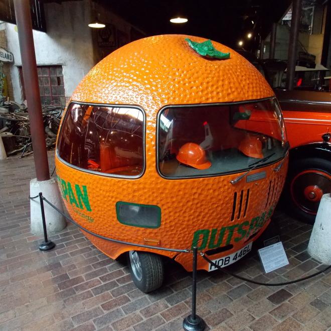 Tento pomeranč (podvozek Mini) si zahrál v pár reklamách