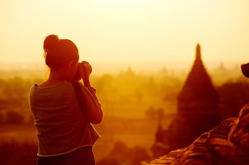 Holka, která fotografuje na cestách krásy Kambodži.