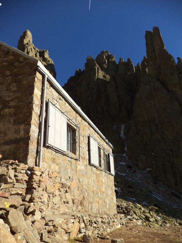 Refugio Victory s Torreónem v pozadí