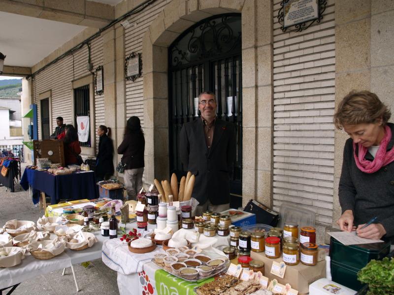 Sobotní trh v Arenas de San Pedro s místními ekologickými produkty