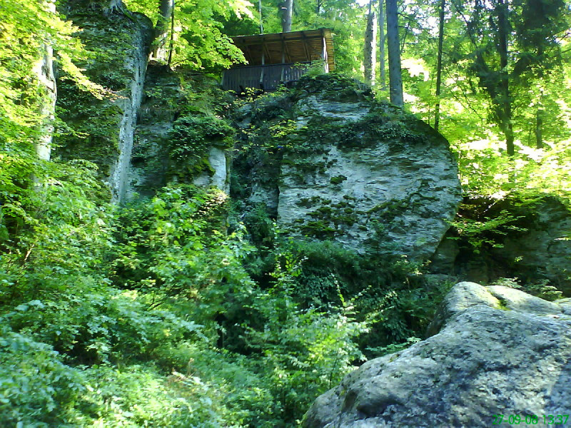 Zastřešená vyhlídka na Rešovské vodopády