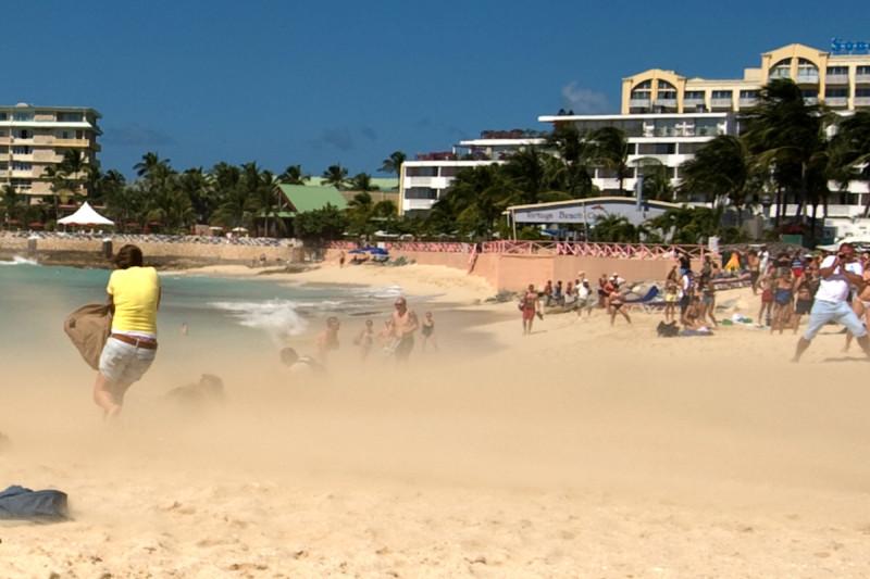 Maho Beach, St. Marteen (Svatý Martin) - start Jumba aneb všechno lítá, co má peří!