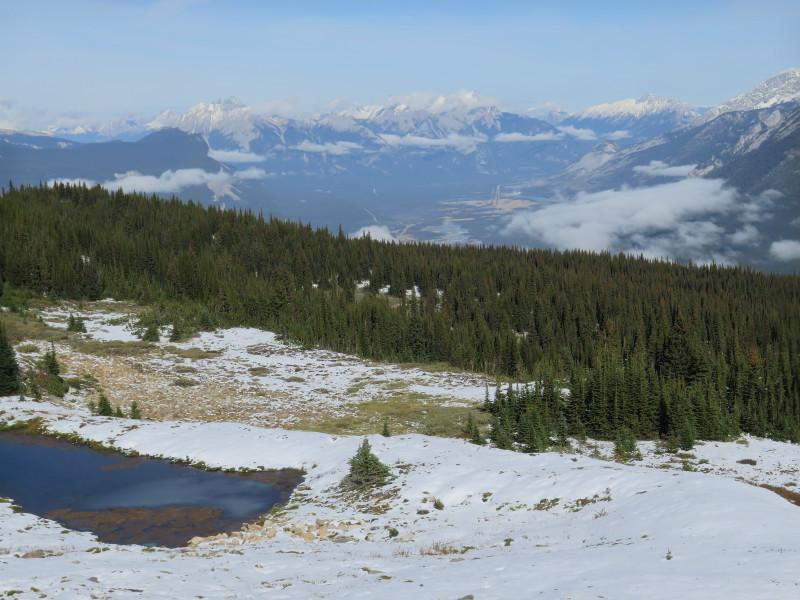 Pohle ze SKyline trailu na Jasper a jezera v jeho okolí.
