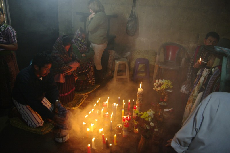 Tajuplné obřady guatemalských indiánů. Bohužel v Guatemale potkalo Milana Jánu i přepadení.